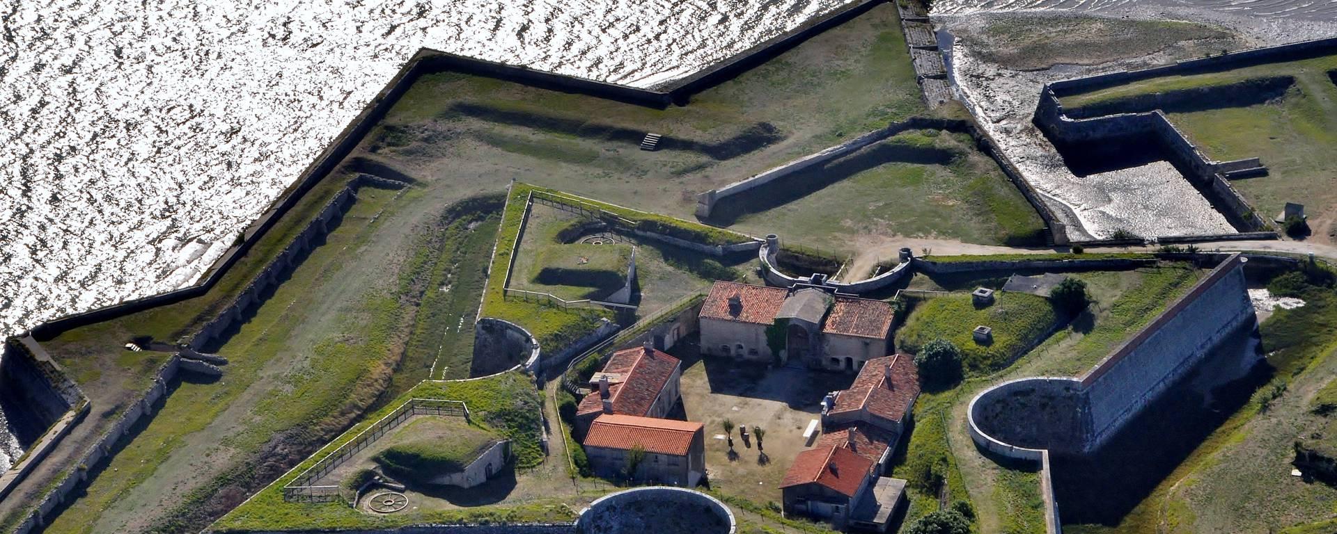 Vue aérienne Fort la Prée©Bernard Collin