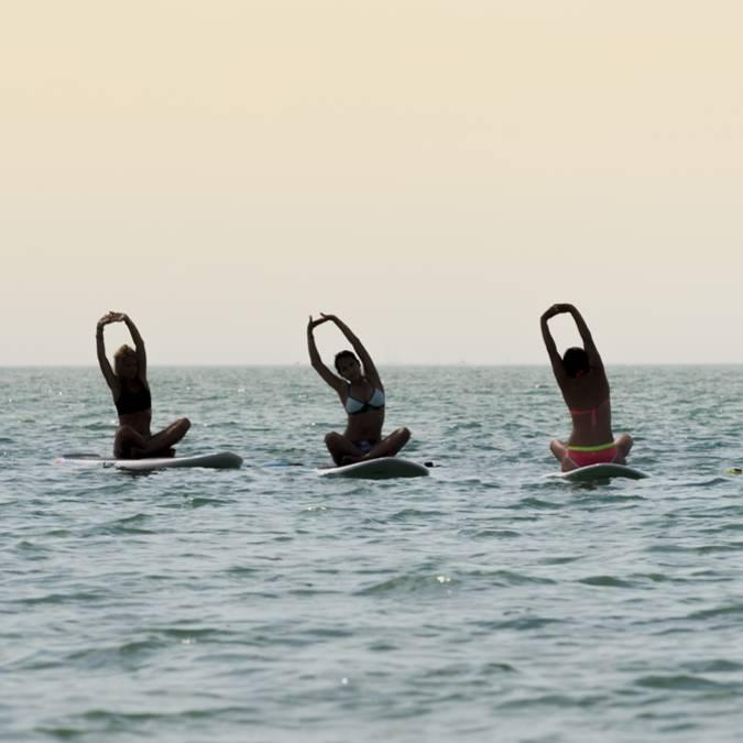 Yoga sur la mer