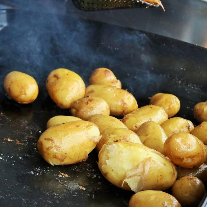 La préparation de la pomme de terre de L'Ile de Ré par Lesley Williamson